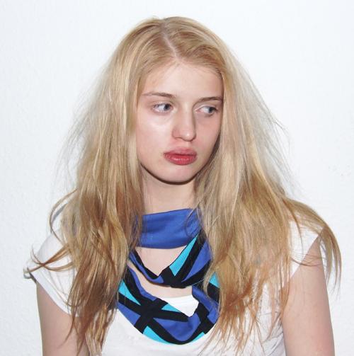 Mode, Schal von Ari Fuchs, model: elaine schneider